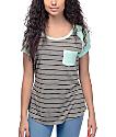 Zine Bartlett camiseta a rayas en gris y color menta