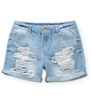 Almost Famous Kari Medium Wash Boyfriend Fit Shorts