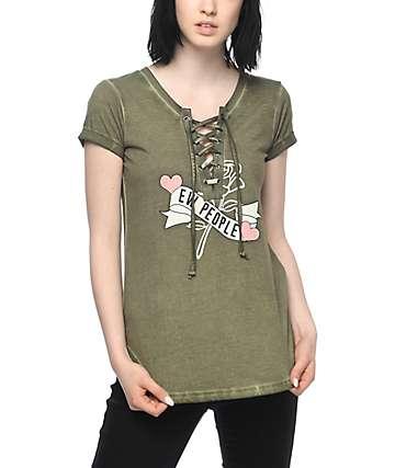 Almost Famous Lannie Ew camiseta con cordón en color verde olivo