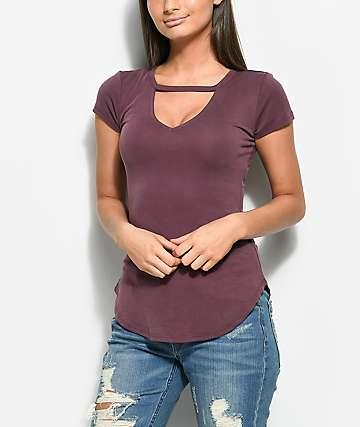 Almost Famous camiseta en color ciruela con gargantilla