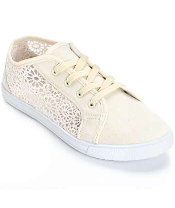 Antic Cream Crochet Low Top Shoes