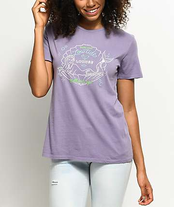 Dark Seas Bottoms Up camiseta en morado pastel