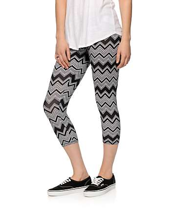 Empyre Black & White Chevron Cropped Leggings