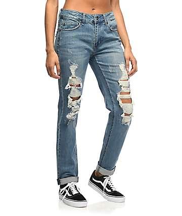 Empyre Easton jeans rotos relejados en azul