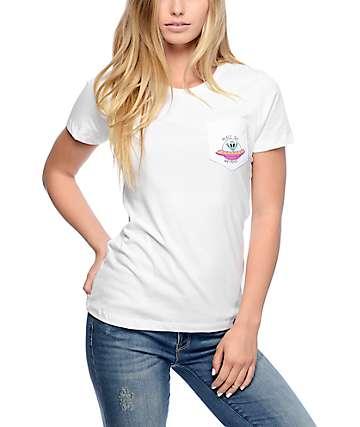 JV By Jac Vanek Peace Out Weirdos camiseta blanca con bolsillo