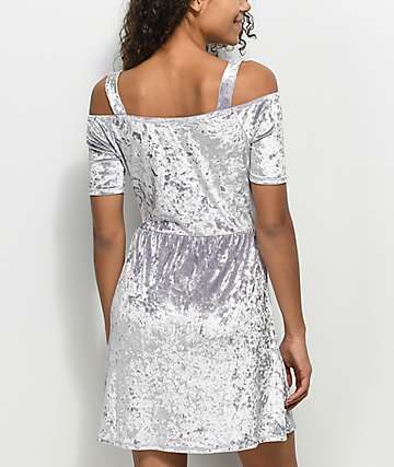 Lunachix Cold Shoulder vestido de terciopelo en color lavanda