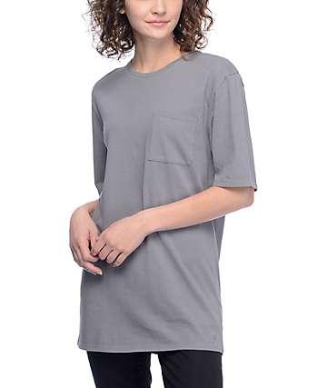 Ninth Hall Sincerely Shark camiseta con bolsillo en gris