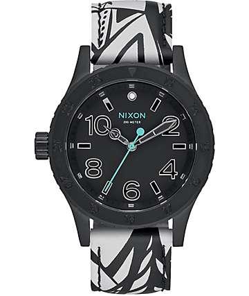 Nixon 38-20 reloj de cuero en blanco y negro