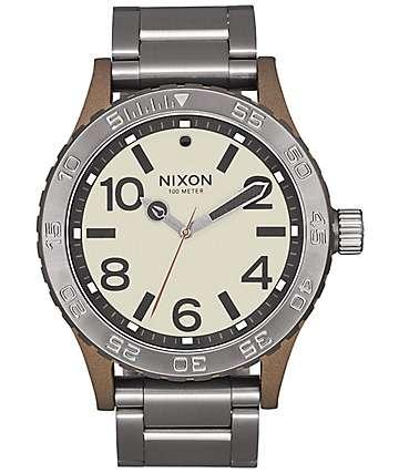 Nixon 46 reloj en colores latón y plomo