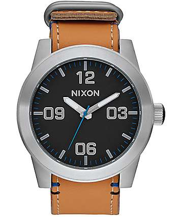 Nixon Corporal Leather reloj analógico negro y natural