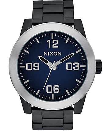 Nixon Corporal Ombre reloj en negro y azul
