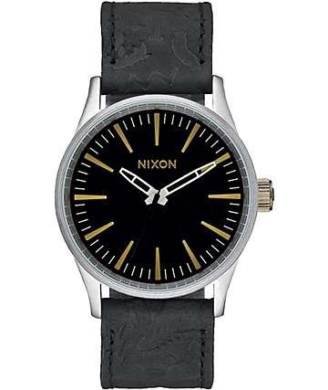 Nixon Sentry 38 reloj de cuero en negro y plateado