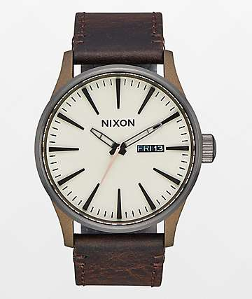 Nixon Sentry 42 Leather reloj en colores latón y plomo