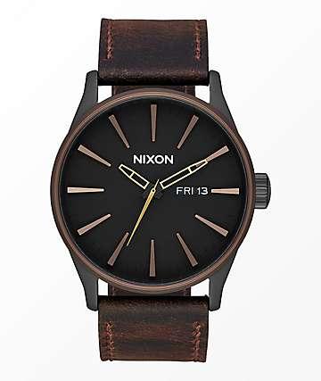 Nixon Sentry Leather reloj analógico en negro, marrón y latón