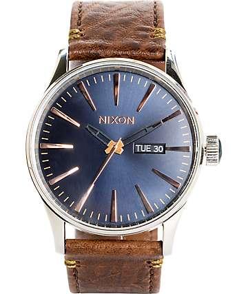 Nixon Sentry Leather reloj en azul marino y oro rosa