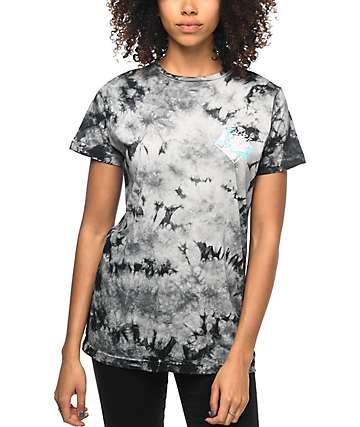 Pink Dolphin Floral Script camiseta con efecto tie dye en negro