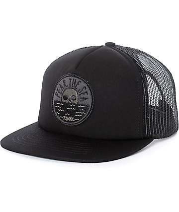 Roark Fear The Sea gorra trucker en negro