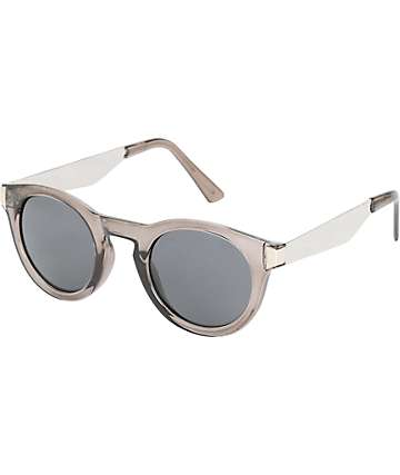 Rounded Cat Eye Pepper Smoke Sunglasses