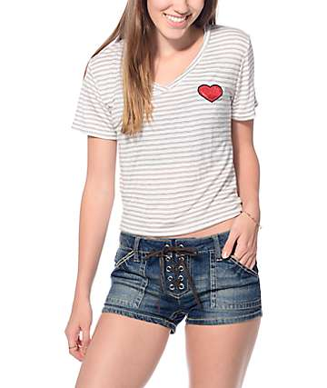 Trillium Heart camiseta escote en V rayada