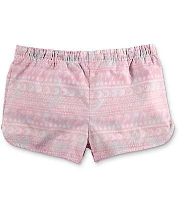 Trillium Mckee Yin Yang shorts para relejar con efecto tie dye en rosa