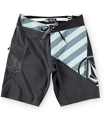 "Volcom Liberate Lido Mod Black 21"" Board Shorts"