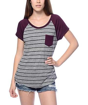 Zine Bartlett camiseta rayada en gris y color mora