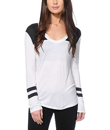 Zine Tila Black & White Long Sleeve V-Neck T-Shirt