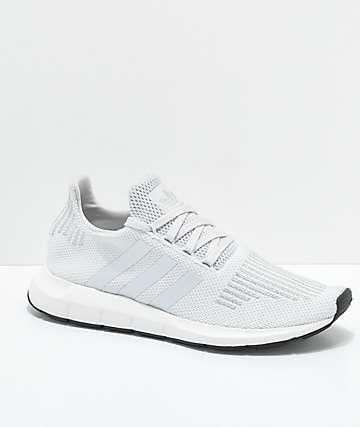 adidas Swift Run zapatos en gris y color plateado