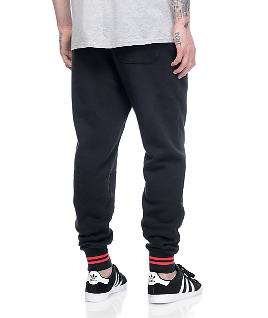 Men's Pants: Sport & Lifestyle. Athletes aren't limited to just sweatpants or men's track pants for pregame or training any longer. Performance technology and street-style have made joggers and trainers mainstays.