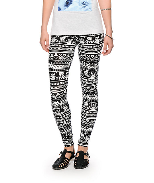 To acquire White and Black printed leggings outfits picture trends