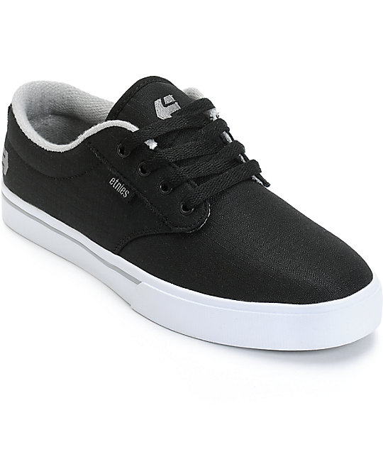 Nov 12,  · The Etnies outlet had a decent selection of clothes. I noticed a lot of really cute buy one get one free tees, and a great selection of hoodies. I was pretty happy about the buy one get one free deal on the men, women's, and children's shoes too.5/5(4).