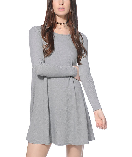 With our sassy selection of shirt dresses to take you from an effortless day edge to making an entrance at the cocktail bar we have the lust-have shirt styles for you. In fierce cuts from clean, long sleeved or button up shirt dress we have that knockout shirt dress to give you a chic look.
