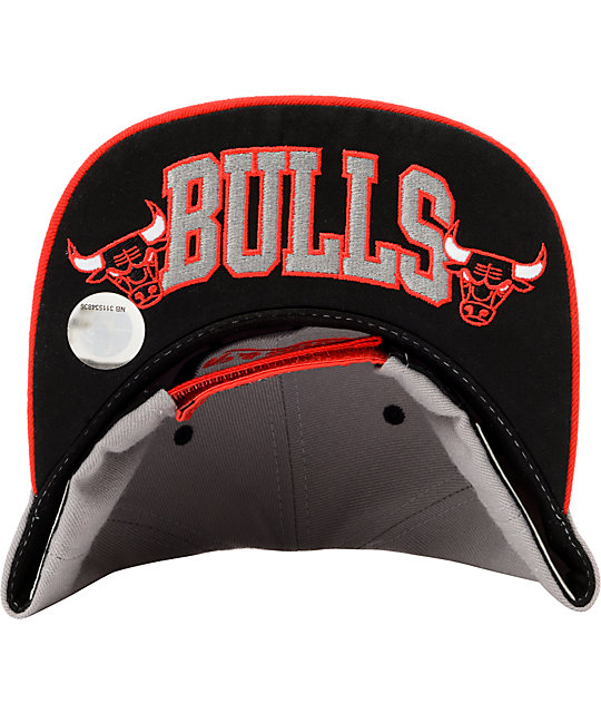 NBA Mitchell and Ness Bulls Grey & Red Arch Logo Snapback Hat