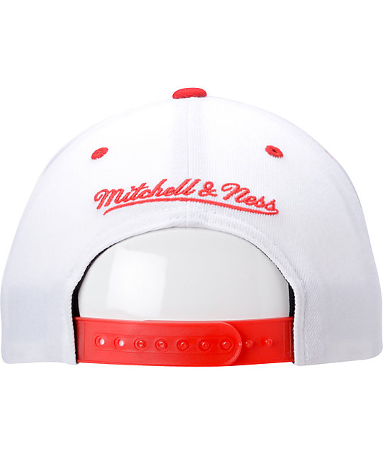 NBA Mitchell and Ness Chicago Bulls White Team Arch Snapback Hat