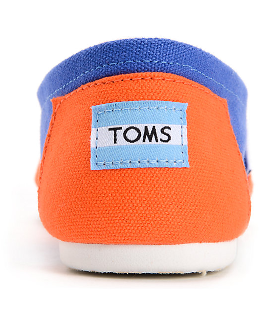 To Toms Shoes Have A Blue Tag On Back