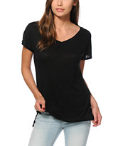 Sirens & Dolls Basic Black V-Neck T-Shirt
