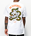 Lurking Class By Sketchy Tank No Surrender camiseta blanca