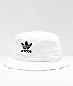 adidas sombrero de cubo con lavado blanco