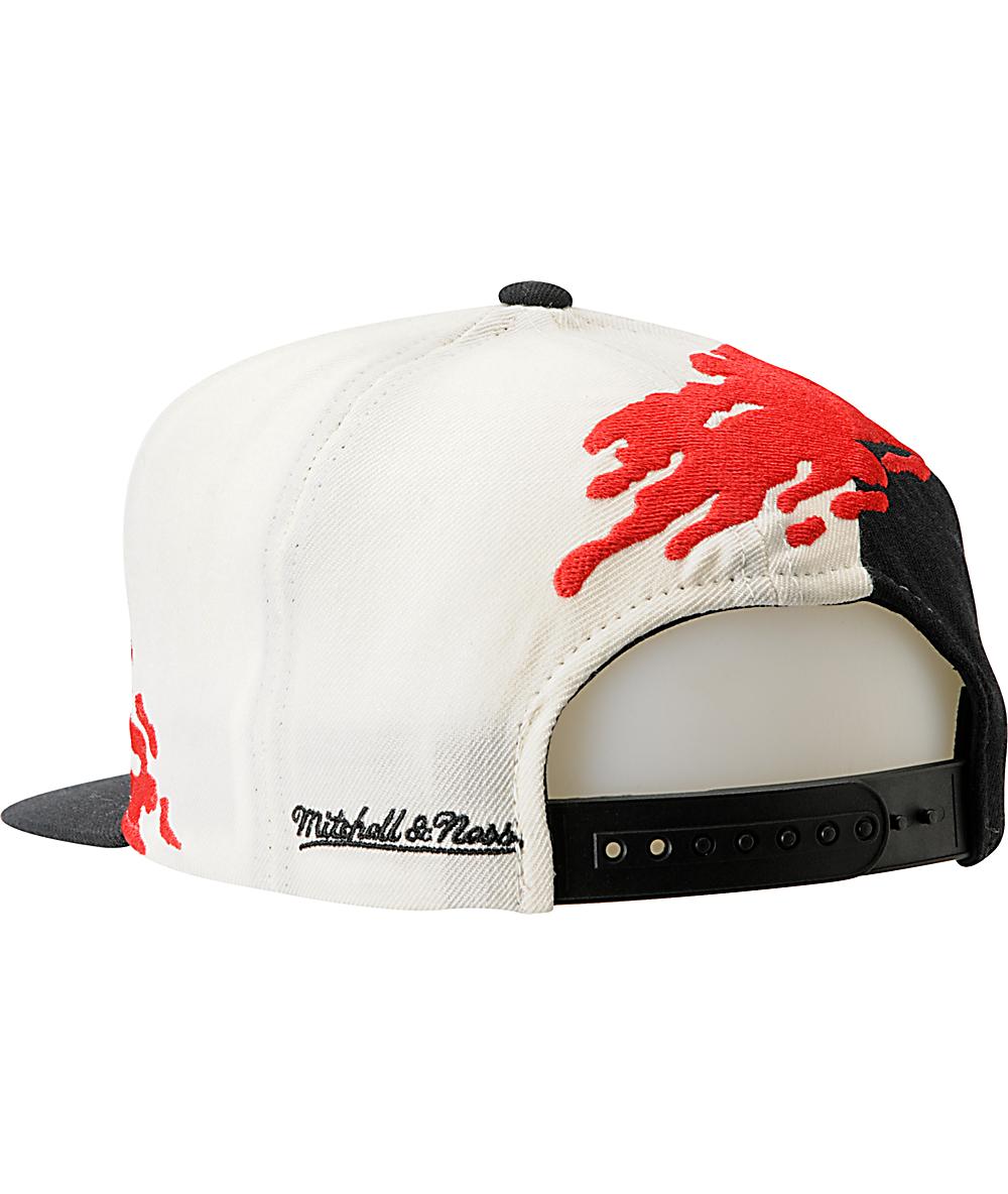 d23a7ebf NBA Mitchell and Ness Chicago Bulls Paintbrush Snapback Hat | Zumiez