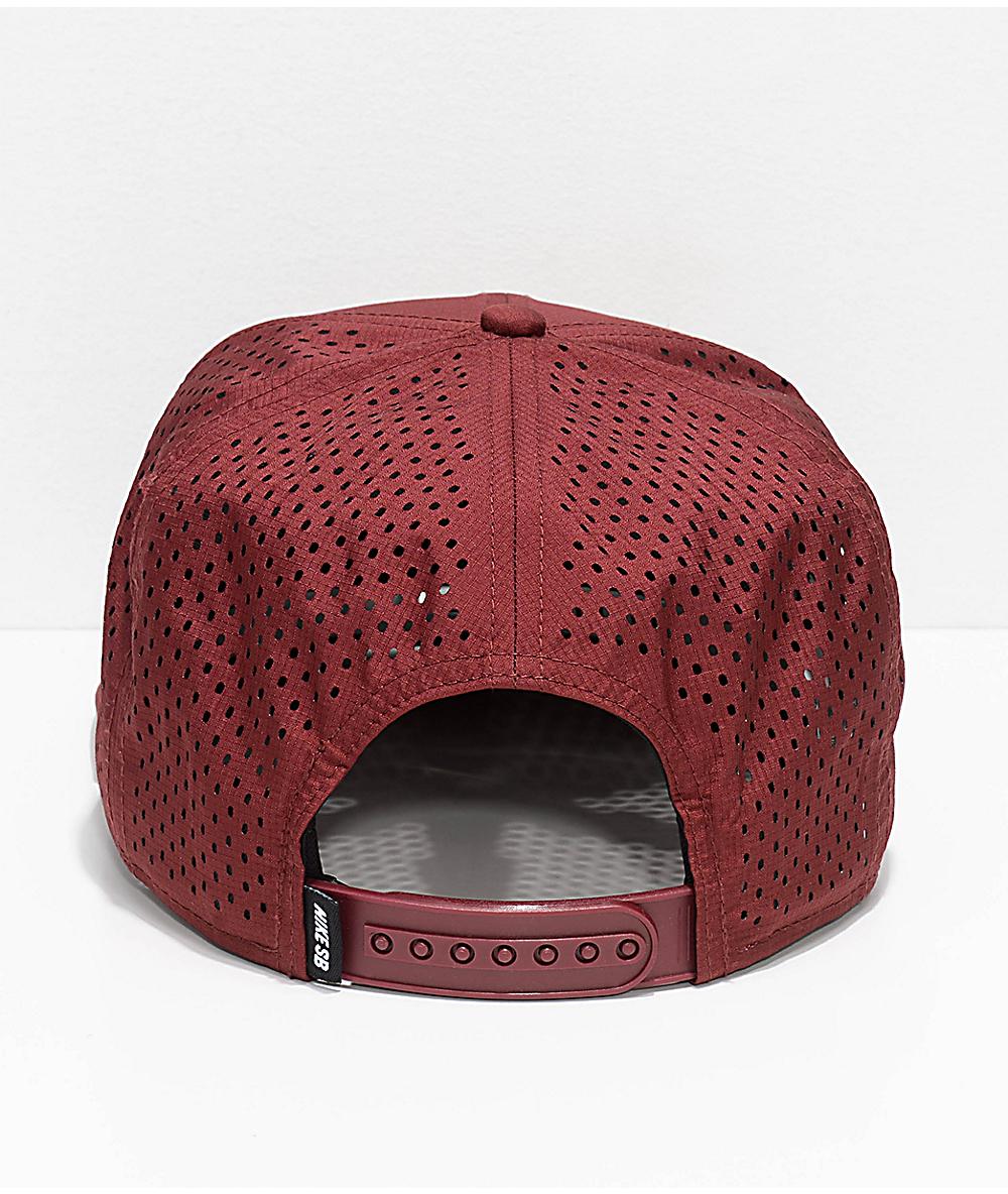 meet a89a0 9f367 Nike SB Aero Pro Team Burgundy   Gold Snapback Hat   Zumiez