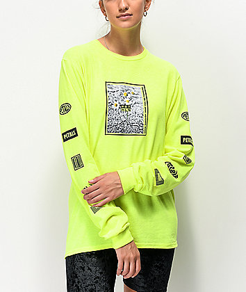 Petals by Petals and Peacocks Pocket Of Daisies Yellow Long Sleeve T-Shirt
