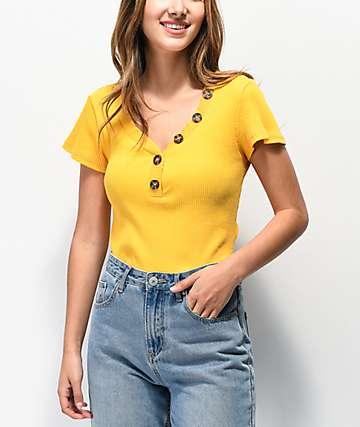 Almost Famous Lola camiseta mostaza acanalada