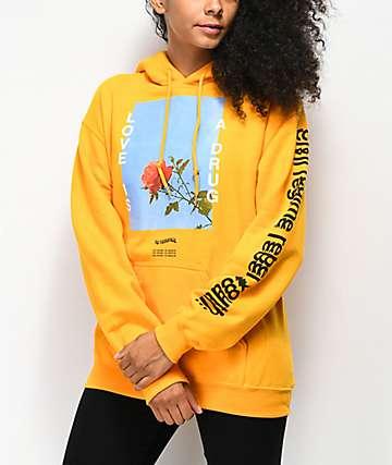 Civil Love Is sudadera amarilla con capucha