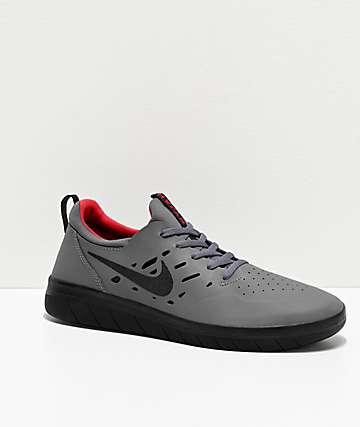 Nike SB Nyjah Free Gym zapatos de skate grises, negros y rojos