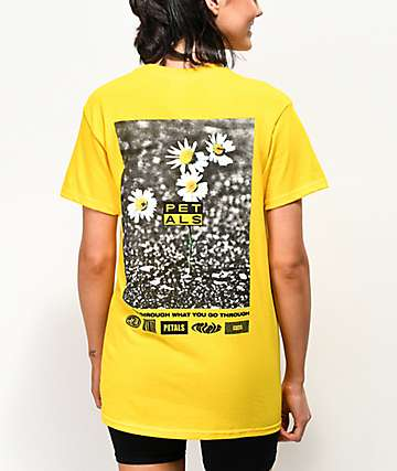 Petals by Petals and Peacocks Daisy Yellow Boyfriend T-Shirt