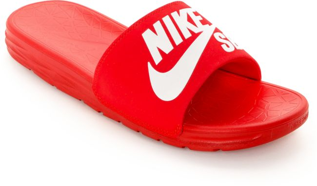 Brisa hélice reunirse  Nike SB Benassi SolarSoft sandalias deslizantes rojo y blanco   Zumiez