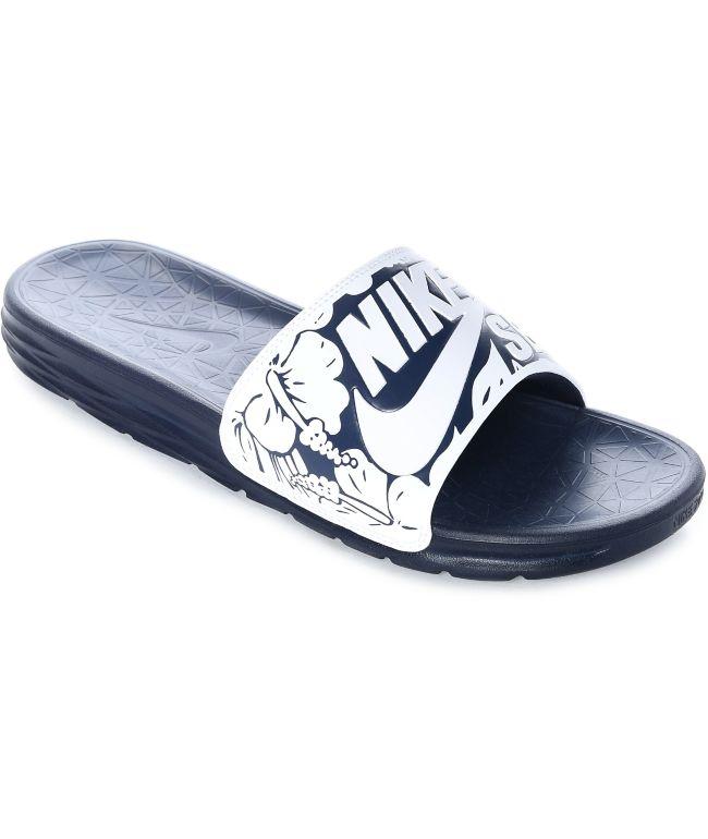 Edad adulta luz de sol Egipto  Nike SB Benassi Solarsoft sandalias en blanco y azul marino | Zumiez