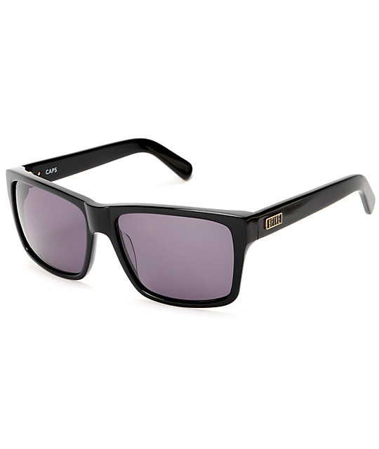 9Five Caps Gloss Black Sunglasses