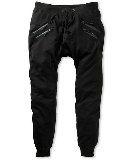 A full zip for quick on and quick off adds another level of functionality to these lightweight, full-protection rain pants. Marmot.