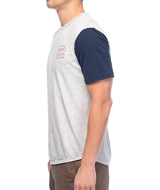 ... Brixton Dale camiseta en gris y azul marino e1c4dca2e57